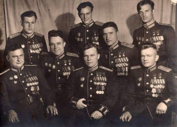 8 человек, которые уничтожили 20 полных эскадрилий Люфтваффе Германии