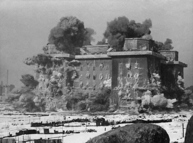 Уничтожение одной из башен противовоздушной обороны (Flakturm) в Берлине, 1948. история, события, фото