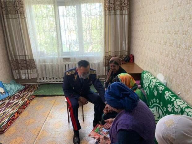 Семьям погибших при стрельбе в Алматы полицейских выделят жилье