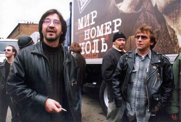 1998 год. Группа «ДДТ» начинает раскрутку своей новой программы «Мир номер ноль», которая впоследствии должна была быть показана на просторах бывшего СССР.