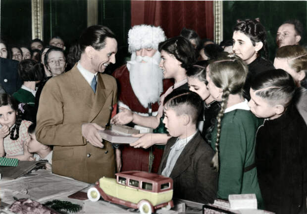 christmas_presents_by_ingyaningya-d4c1bf7.jpg