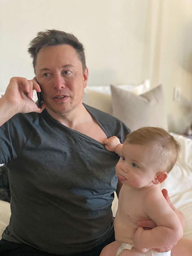 Илон Маск впервые показал своего подросшего сына X AE A-Xii