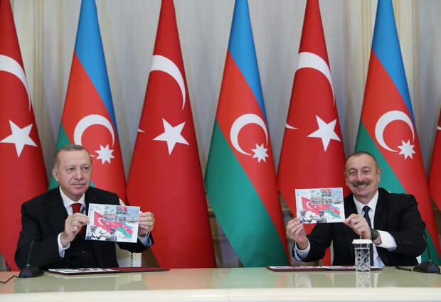 В Баку отметили странный праздник: 103-ю годовщину освобождения их турками от большевиков и армян