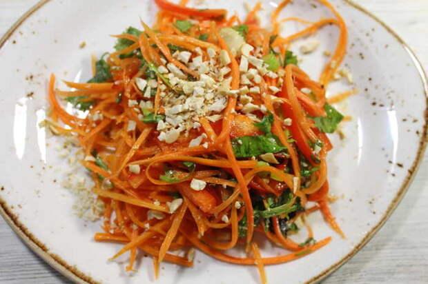Морковный салат с кинзой и ароматной заправкой Еда, Видео рецепт, Салат, Морковь, Видео, Длиннопост, Кулинария, Рецепт