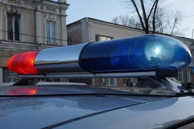 Полицейские в Иркутске разбили стекло машины, чтобы достать пьяного водителя
