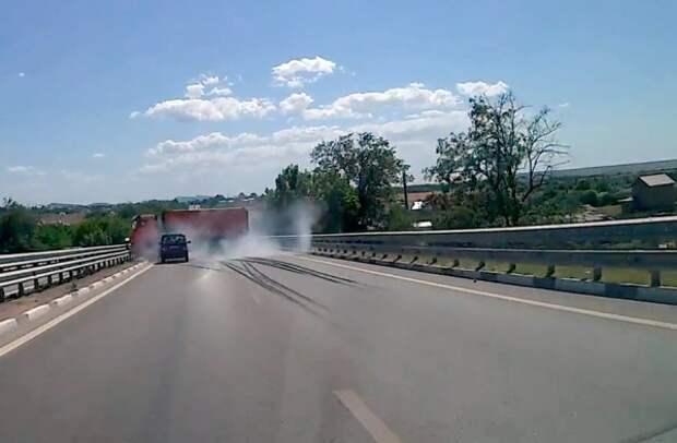 ДТП в Крыму: «КамАЗ» столкнулся с «Нивой» (ВИДЕО)