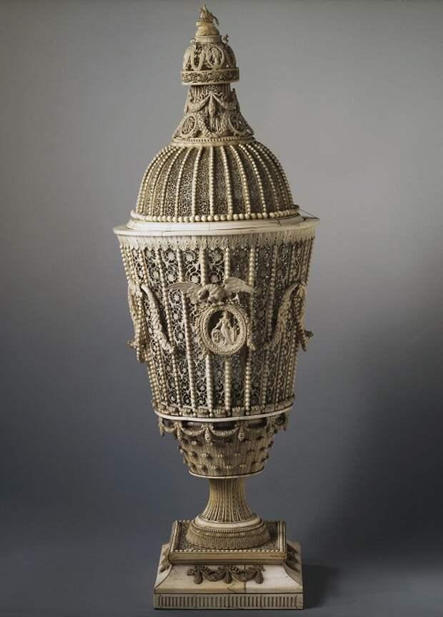 Верещагин Н.С. Ваза. 1798. Резная кость Государственный Эрмитаж