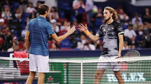 Русский грек Циципас назвал теннис Медведева скучным. Онпроиграл новой звезде 5-й раз подряд