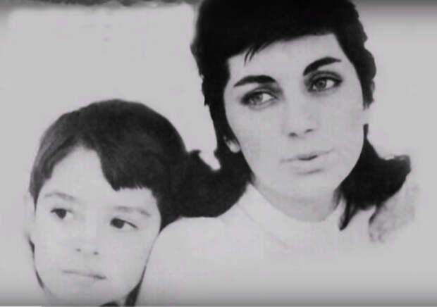 Андрей Подошьян с мамой (https://www.youtube.com/watch?v=oARhLQwVz6E)