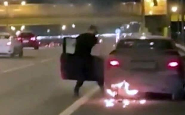 Машина горит, а я еду! И что? — Странное происшествие в Москве