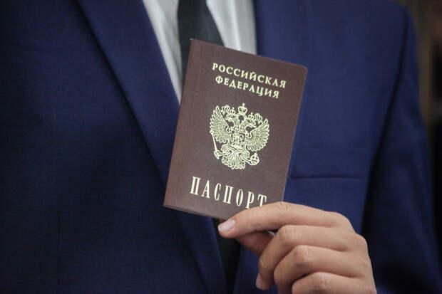 Мишустин отменил штампы о браке и детях в российских паспортах