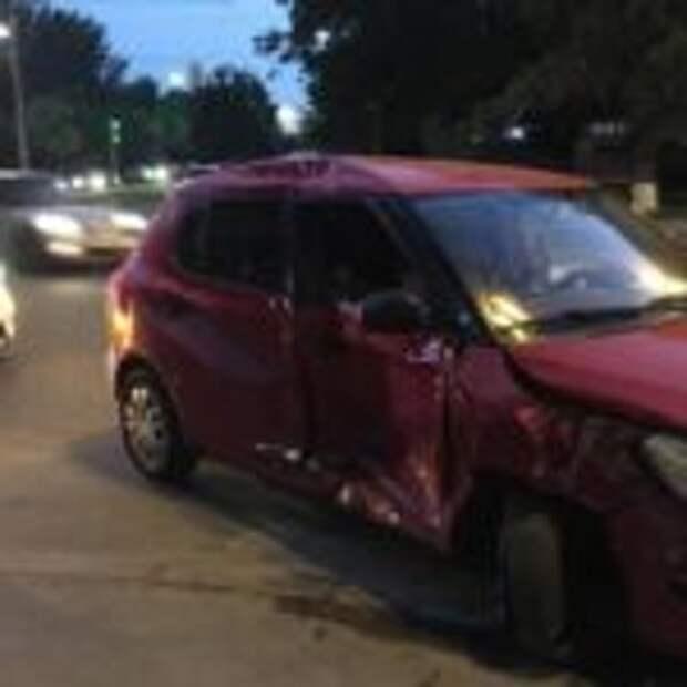В Киеве при ДТП авто отбросило на пешеходов, есть пострадавшие — «ДТП»