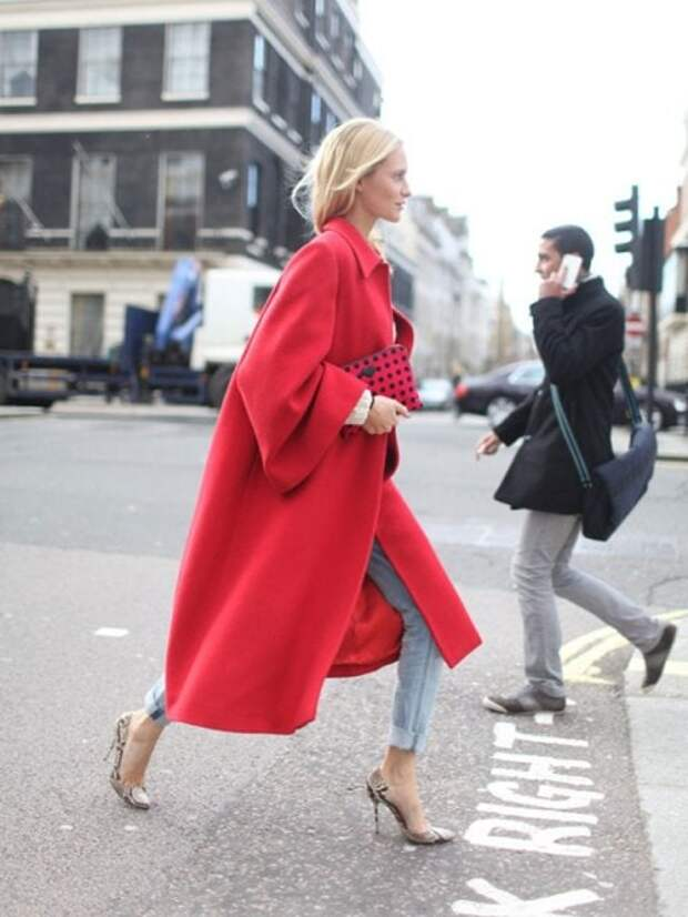 Яркие образы с красным пальто для тех, кто хочет выделиться этой зимой