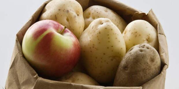 яблоко в мешке с картошкой