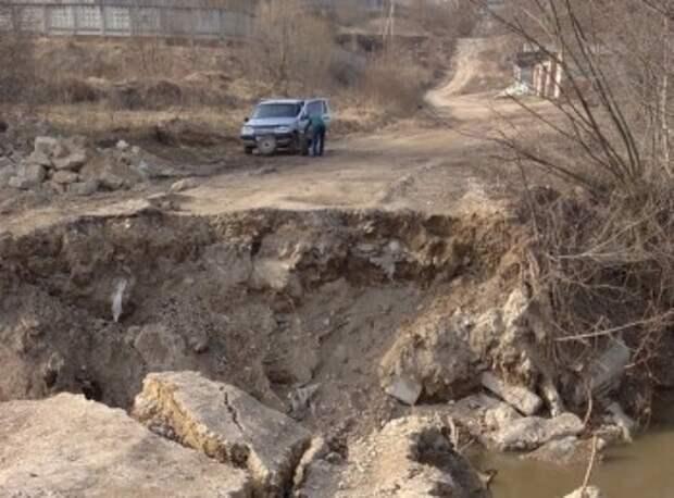 В пригороде Калуги обвалилась дорога