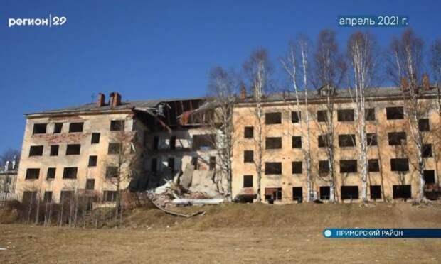 Нежилой дом вКатунино разваливается наглазах. Опасное строение пытаются продать, нопока безуспешно