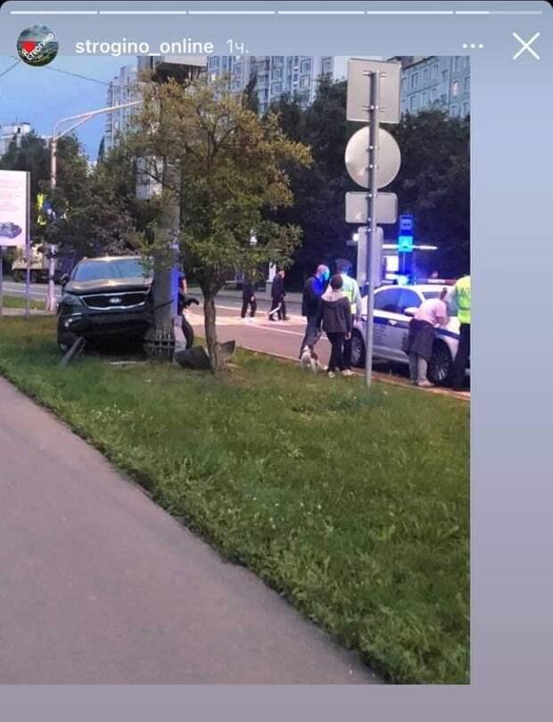 На Исаковского водитель KIA врезался в столб