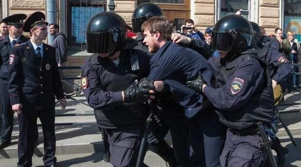 Россияне больше всего боятся полиции, судов, новой войны, революции и нашествия волков