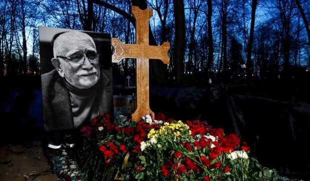 «Кощунство!»: народ в ужасе от глумления над крестом на могиле Джигарханяна