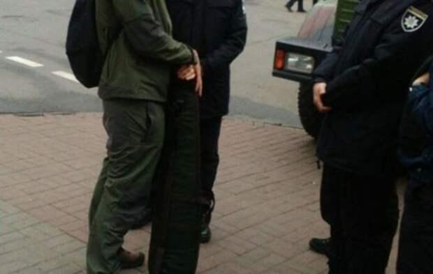 Для мирных протестов: Нацгвардия Украины задержала мужчину, который пытался пронести на митинг у Рады снайперскую винтовку +ФОТО | Продолжение проекта «Русская Весна»
