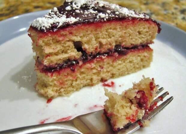 Торт на кефире с вареньем. Быстрое и вкусное лакомство