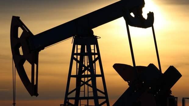 РФготова сократить добычу нефти, новместе сОПЕК+ иСША