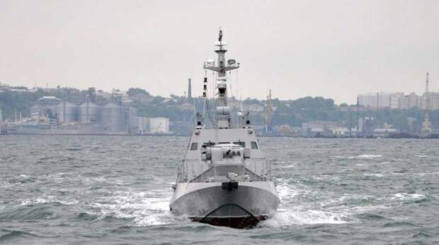 Украинским военным в Азовском море помешали российские катера