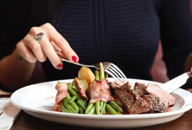 Обиделась на дочь за то, что муж ей устроил романтический ужин.
