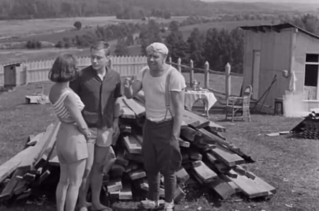 Если в советское время дачники гонялись за дефицитными стройматериалами, то сегодня всё упирается в финансовые возможности землевладельцев. «Берегись автомобиля».