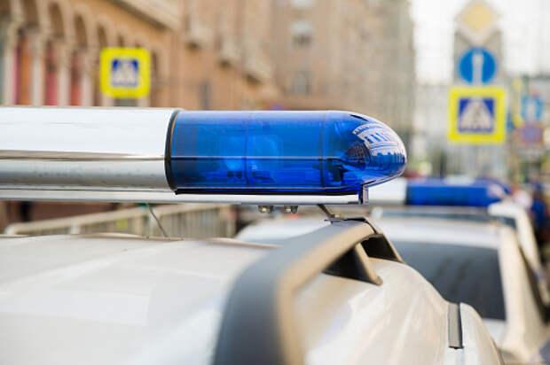 Мужчина украл смартфон у кассира в супермаркете на Искры