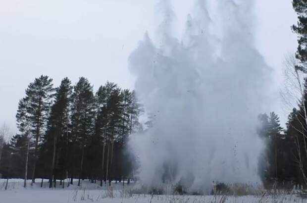 Военные инженеры подорвали лед на «учебном» водоеме в Удмуртии