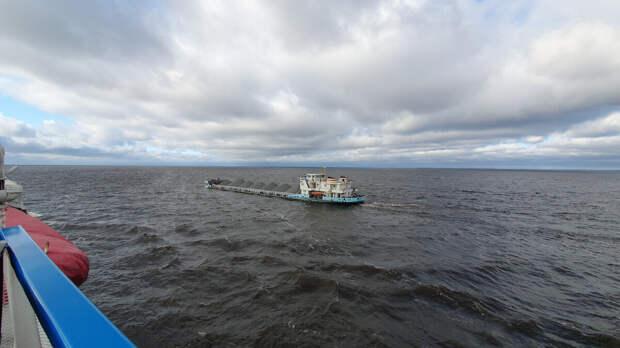 Вид на Белое озеро с борта теплохода Мстислав Ростропович