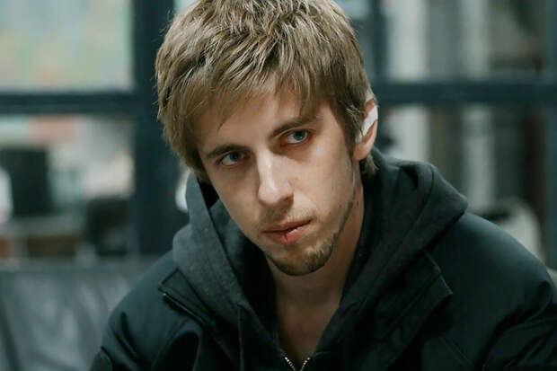 Уголовное дело против избившего хоккеиста актёра Паля прекращено