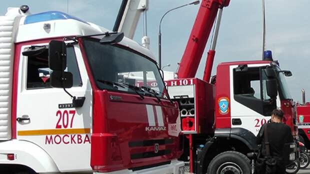 Пожарные потушили загоревшийся медцентр на Большой полянке в Москве