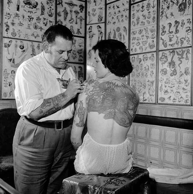 7 фото девушек 20 века, которые били тату еще до того, как это стало мейнстримом