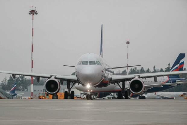 Летевший из Волгограда самолёт экстренно приземлился в Шереметьево