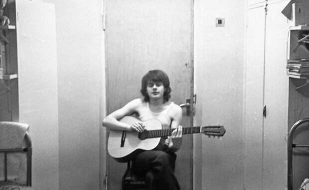 Гитаристу все двери открыты девушки, интересно, ностальгия, общежития ссср, студенчество, фото