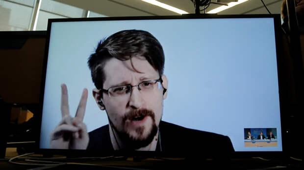 Newsweek: Сноуден продлил вид на жительство в России на три года несмотря на слухи о том, что Трамп может его помиловать