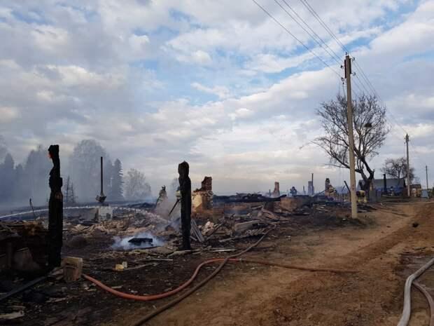 8 домов и здание бывшего ФАПа загорелись в Кизнерском районе