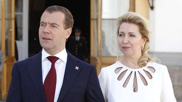 Медведеву и его супруге выдадут дипломатические паспорта