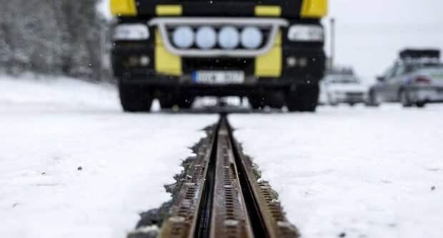 Первая в мире электрифицированная дорога для зарядки электромобилей заработала в Швеции