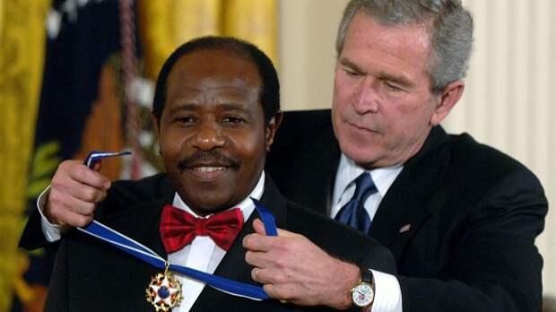 Буш наградил Поля Русесабаджину