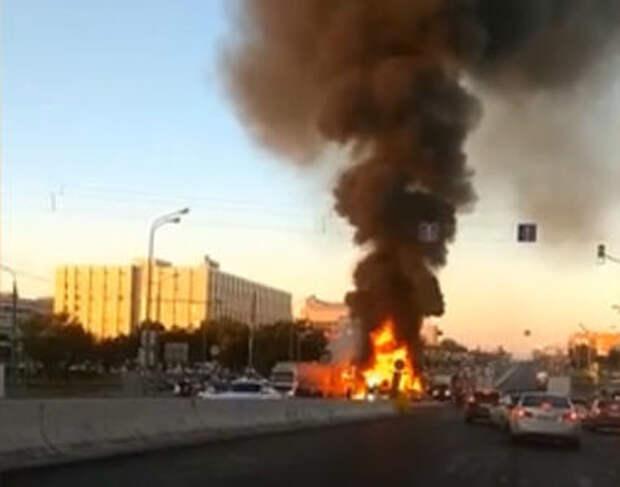 ДТП с пожаром парализовало движение на Варшавском шоссе