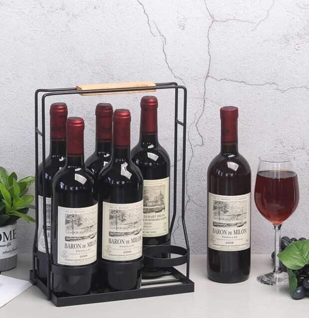 Если бутылки стоят на столешнице, должна быть специальная подставка. / Фото: Toprichali.ru