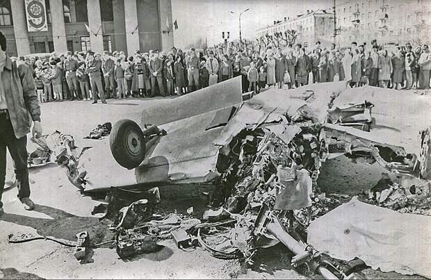 9 мая 1993 года в Нижнем Тагиле во время авиашоу спортивный самолет Як-52 не смог выйти из виража и упал в центре города. Помимо пилота погибли еще 18 человек. Следствие предъявило обвинения начальнику авиаклуба Федору Бушме, который перенес полеты в зону над центром города. В октябре 1994 года его приговорили к шести годам лишения свободы