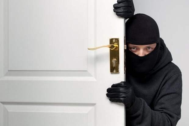 Иногда домушники проникают в квартиры даже в присутствии хозяев/Fotobank