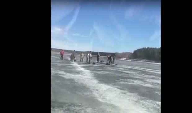 Держитесь крепче: 9 мужчин сняли сдрейфующей льдины вНижегородской области