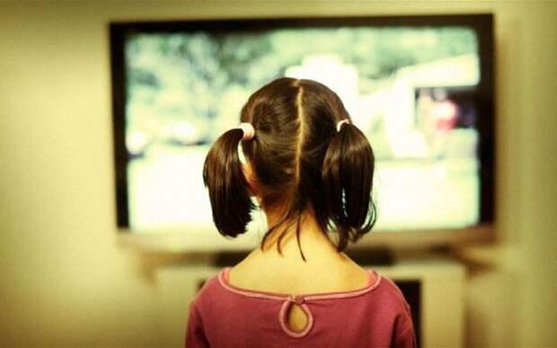 Почему все дети бегут к ТВ, когда идет реклама, и не могут от него оторваться (700x437, 46Kb)