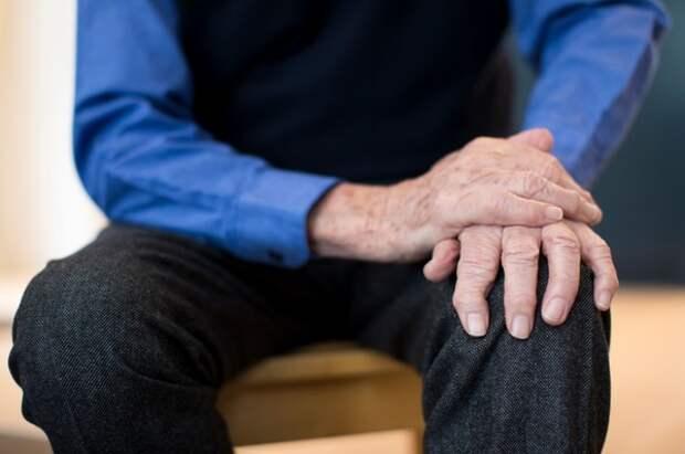 Врачи назвали тревожный симптом болезни Паркинсона