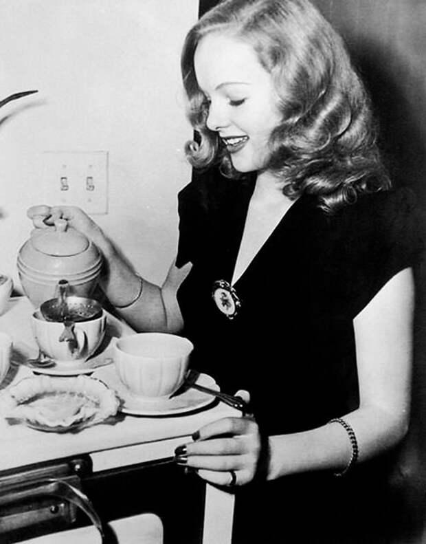 Красотка из 50-ых Пегги Камминс